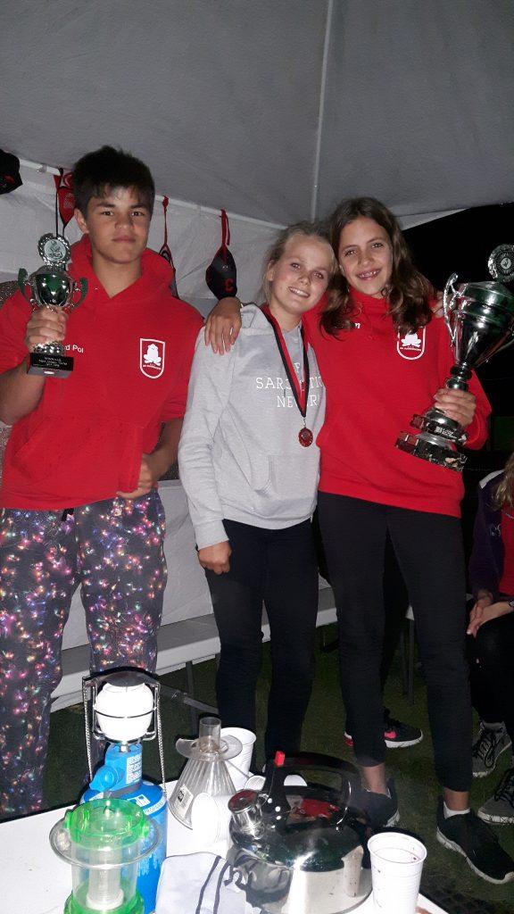 Winnaar Miriam met de mede genomineerde Manoek en ex winnaar Tim